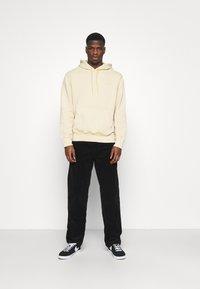 Carhartt WIP - HOODED MOSBY - Sweatshirt - dusty brown - 1