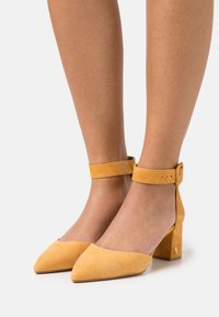 Kurt Geiger London - BURLINGTON - Classic heels - yellow - 0