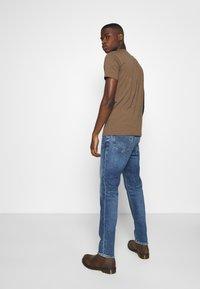 Tommy Jeans - RYAN STRAIGHT - Straight leg -farkut - barton mid blue comfort - 2