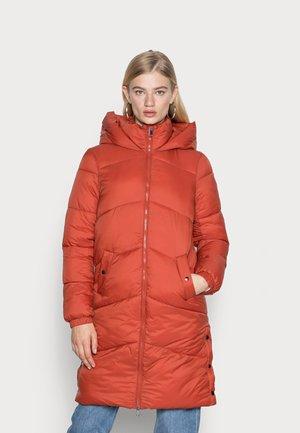 VMUPPSALA LONG JACKET - Winter coat - chili oil