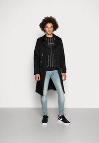 Kings Will Dream - CLIFTON WITH VERTICAL STRIPE - Sweatshirt - black - 1