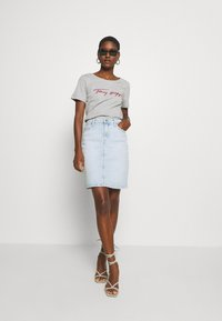 Tommy Hilfiger - CARMEN  - T-shirts print - light grey - 1
