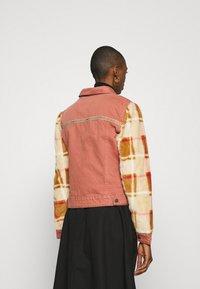 Desigual - CHAQ CHECKIS - Denim jacket - rosa palido - 3