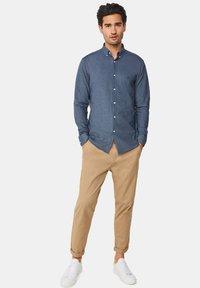 WE Fashion - SLIM FIT - Camicia - dark blue - 1
