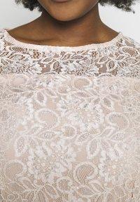 Dorothy Perkins Curve - BILLIE SLEEVELESS LACE LOW MIDI DRESS - Sukienka koktajlowa - blush - 6