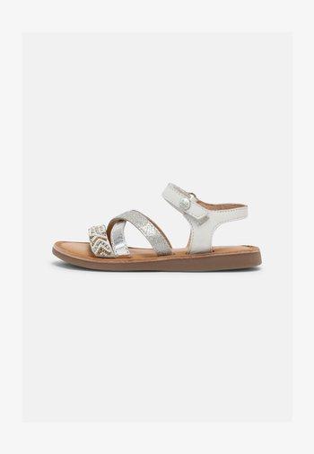 DEER - Sandalen - blanco