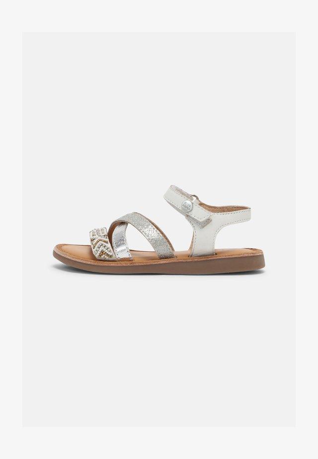 DEER - Sandales - blanco