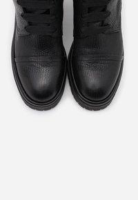 lilimill - RUDY - Kotníkové boty na platformě - squalo nero - 5