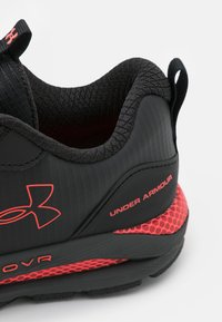 Under Armour - HOVR SONIC STRT - Zapatillas de running neutras - black - 5