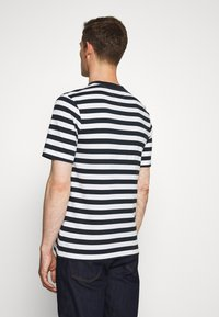 Tommy Hilfiger - SIGNATURE STRIPE RELAXED FIT TEE - Print T-shirt - blue - 2