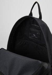 Tommy Hilfiger - CORE BACKPACK - Tagesrucksack - black - 4