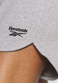 Reebok - FRENCH TERRY SHORT - Pantaloncini sportivi - medium grey heather - 4