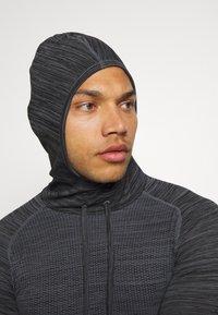 Endurance - KEDERO MELANGE SEAMLESS HOODY - Funktionsshirt - black melange - 3