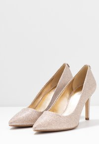MICHAEL Michael Kors - DOROTHY FLEX  - Klassiske pumps - pale gold - 4