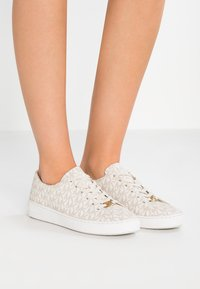 MICHAEL Michael Kors - KEATON LACE UP - Sneaker low - vanilla - 0