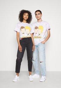 Tommy Jeans - ABO TJU X BEAVIS TEE UNISEX - T-Shirt print - lilac dawn - 3