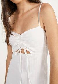 Bershka - Gebreide jurk - white - 3