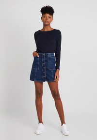 New Look - PATCH POCKETE CARAMEL  - Denim skirt - blue pattern - 1