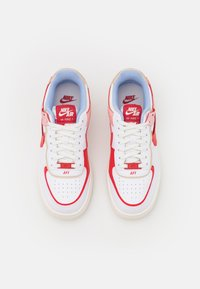 Nike Sportswear - AIR FORCE 1 SHADOW - Tenisky - summit white/university red/gym red/sail - 4