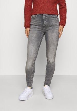 ONLPAOLA LIFE SKINNY - Jeans Skinny Fit - medium grey denim