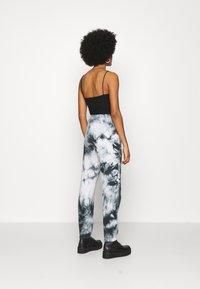 New Look - TIE DYE JOGGER - Tracksuit bottoms - dark grey - 2