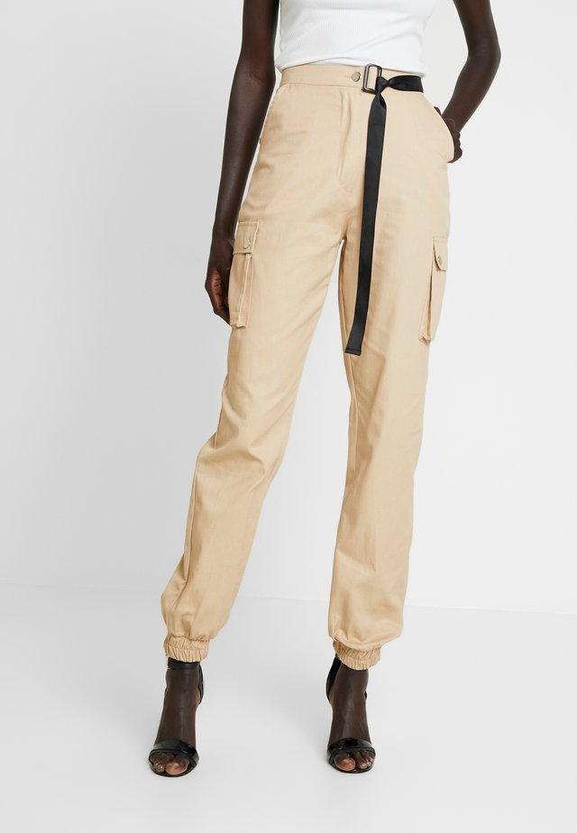 HIGH WAISTED BELTED TROUSER - Pantalones cargo - stone