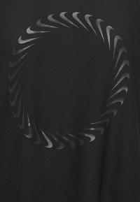 Nike Performance - ICON CLASH MILER  - T-shirt print - black - 2