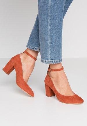 VALERIO - Classic heels - brique