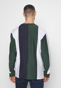 Karl Kani - SIGNATURE STRIPE LONGSLEEVE - Long sleeved top - green/white/navy/red - 2