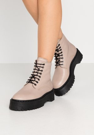 COMMAND LACE UP BOOT - Platform ankle boots - chestnut