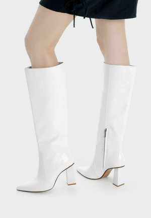 High heeled boots - white