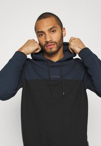 Calvin Klein - COLOR BLOCK HOODIE - Sweat à capuche - blue - 3
