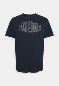 Jack & Jones - JORPRESTON  - T-shirt imprimé - navy blazer - 0