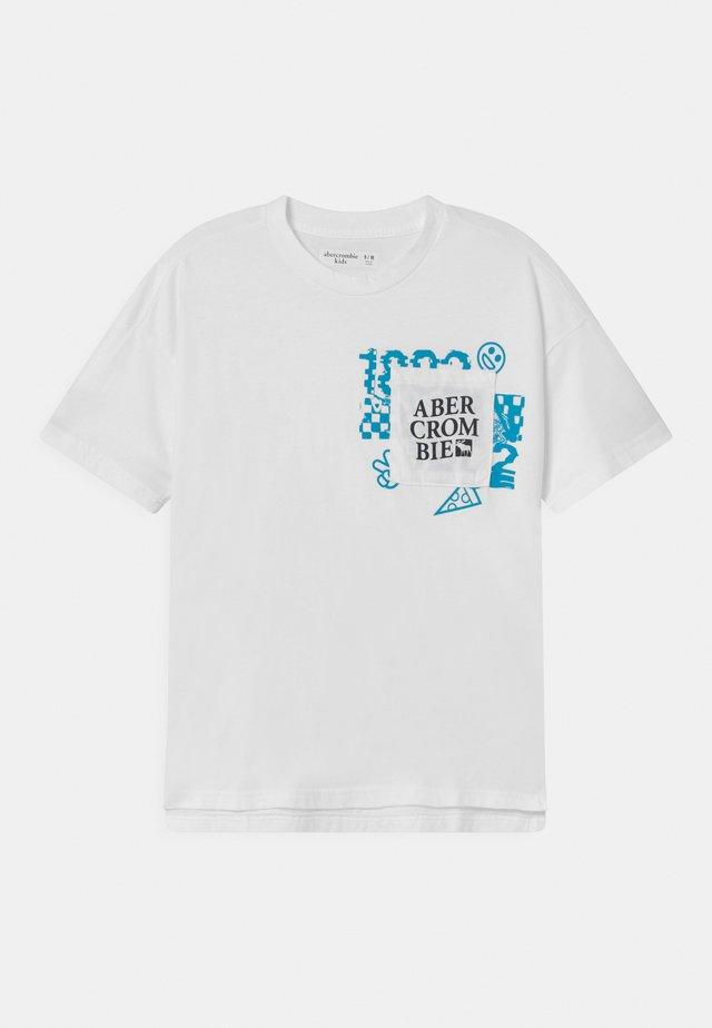 LOGOTAPE  - T-shirt con stampa - white