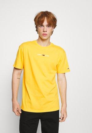 SMALL TEXT TEE - Basic T-shirt - pollen