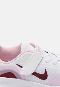 Nike Sportswear - WEARALLDAY UNISEX - Baskets basses - white/dark beetroot/pink(dark smoke grey - 6