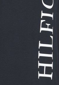 Tommy Hilfiger - LARGE LOGO TEE - T-shirts print - blue - 2