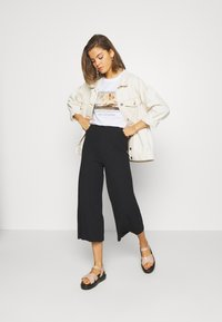 Even&Odd - Wide Cropped Pants - Pantalones - black - 1