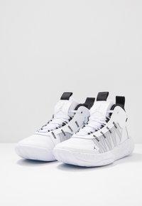 Jordan - JUMPMAN 2020 - Koripallokengät - white/metallic silver/black - 2