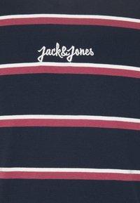Jack & Jones - JORSALT TEE CREW NECK - Triko spotiskem - navy /melange - 2