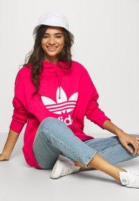 adidas Originals - TREFOIL HOODIE ADICOLOR HOODED - Hoodie - powpink/white - 4