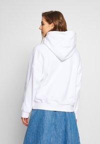 Levi's® - HOODIE - Jersey con capucha - white - 2