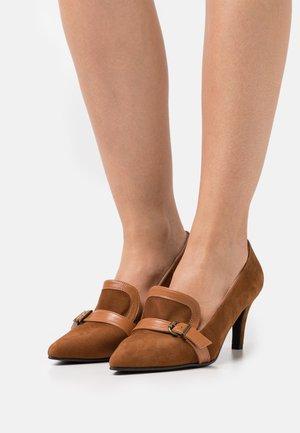 Classic heels - amaretto