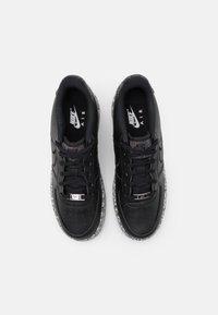 Nike Sportswear - AIR FORCE 1 KSA UNISEX - Trainers - black/metallic silver - 3