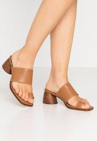 Topshop - VILLAGE TOE LOOP - T-bar sandals - tan - 0