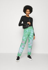 NEW girl ORDER - TRIBAL DRAGON TIE DYE JOGGERS - Tracksuit bottoms - green - 1