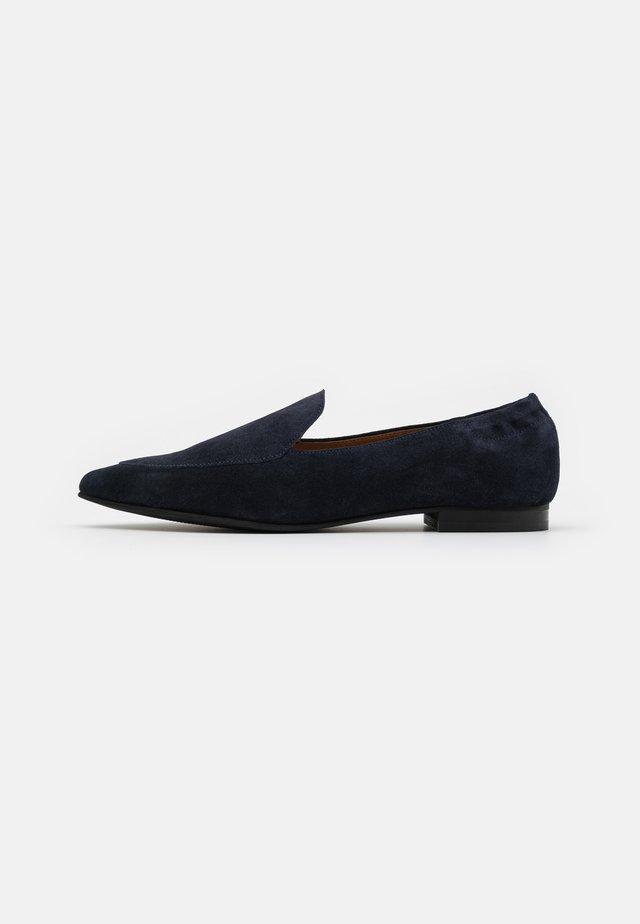 BIATRACY LOAFER - Półbuty wsuwane - navy blue