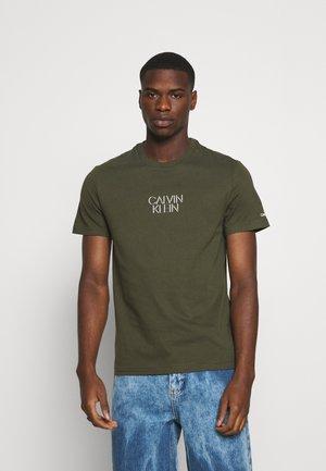 SHADOW CENTER LOGO - Print T-shirt - dark olive