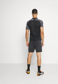 Nike Performance - DRY ACADEMY SHORT - Korte sportsbukser - dark smoke grey heather/black/hyper pink - 2
