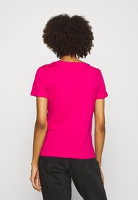 Guess - Print T-shirt - shocking pink - 2